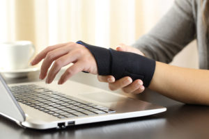 デザイナー 腱鞘炎 左手デバイス