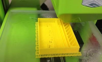 3Dプリンタ「Cube」でプリントしてるところ